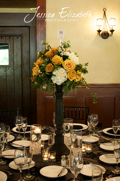 Arroyo_Trabuco_Yellow_White_Centerpiece_Jessica_Elizabeth_Photography.jpg