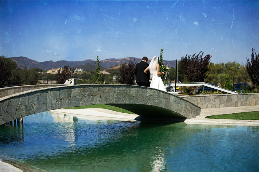 Temecula_Wedding_Photography_Bridge.jpg